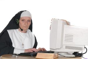 nun_on_computer